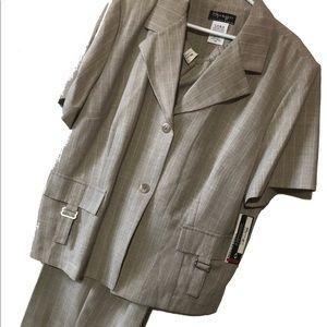 Pants - NWT Plus size 2 pc pant suit